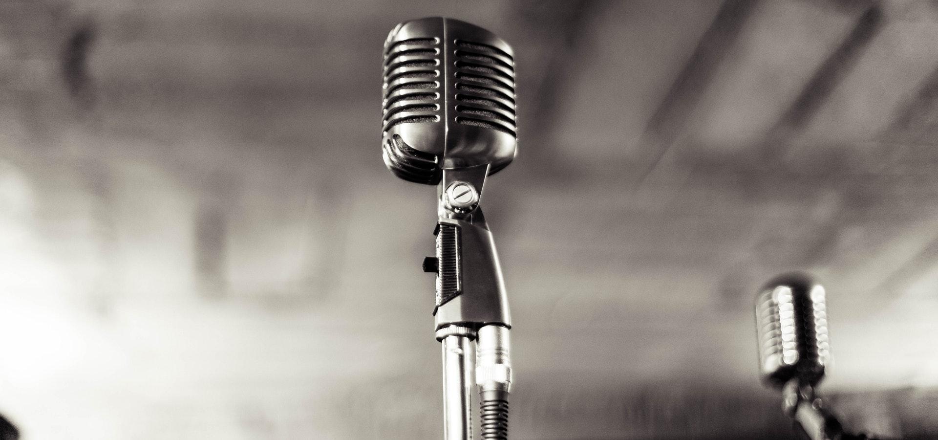 Micrófono en blanco y negro